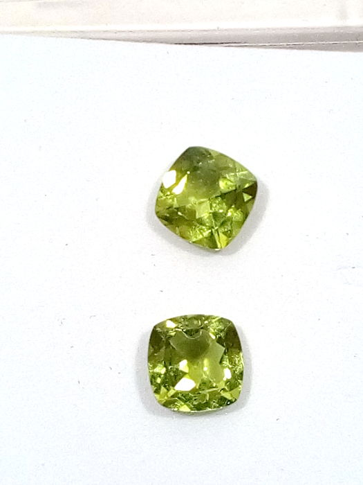 Green peridot pair – 3.10 ct total
