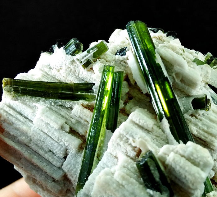 Natural & Unheated Beryllonite with Green Tourmaline - 81x69x61 mm - 1651 ct