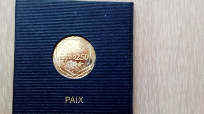 France - 250 Euro 2013 Peace - 1/8 oz - gold
