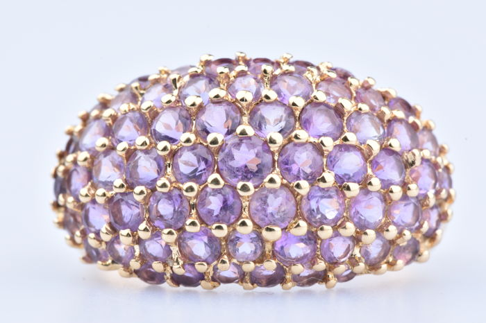 Ring in 18 kt yellow gold / 61 amethysts for 3.66 ct in total - Size: EU 56