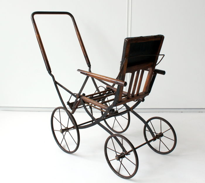 Antique car with collapsible mechanism - made of wood, metal and leather - sizes 80 x 35 x 70 cm.