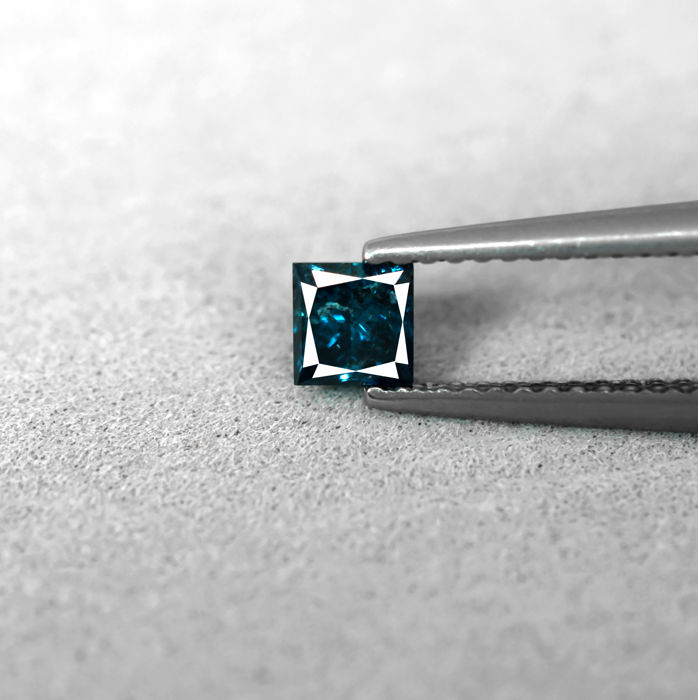 Intense Blue Diamond - 0.38 ct, NO RESERVE PRICE