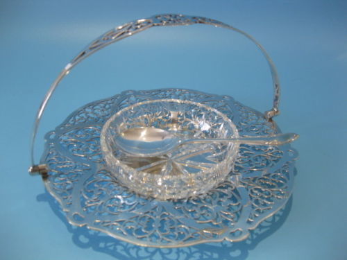 Antique charming basket in Victorian style, with a teaspoon - Bowl in cut crystal glass; base structure in silver plated metal, decorated with an openwork