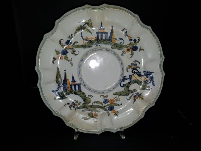 Bassano (Vicenza) – polychrome majolica polylobed plate with small bridge and pagodas decoration Antonibon manufacturing