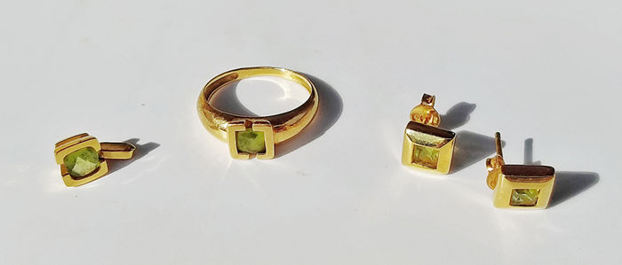 Set of ring + earrings + pendant, 18 kt gold and peridot