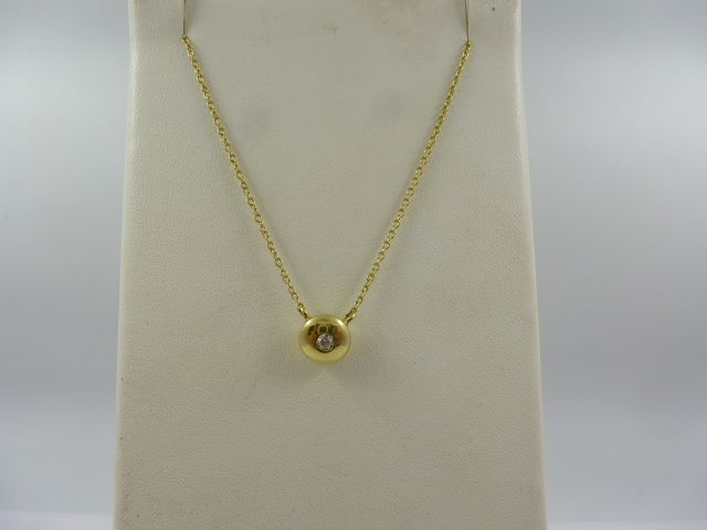 Necklace with button with diamond