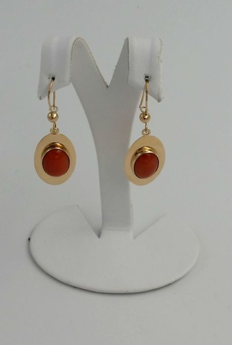 18 kt yellow gold earrings with Mediterranean coral Height: 4.4 cm