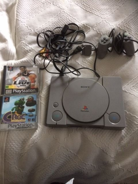 Playstation 1 console with controller all cables and 2 games - Croc