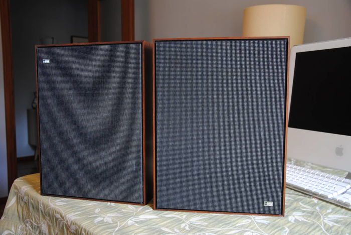 Pair of B&O speakers - type 6228