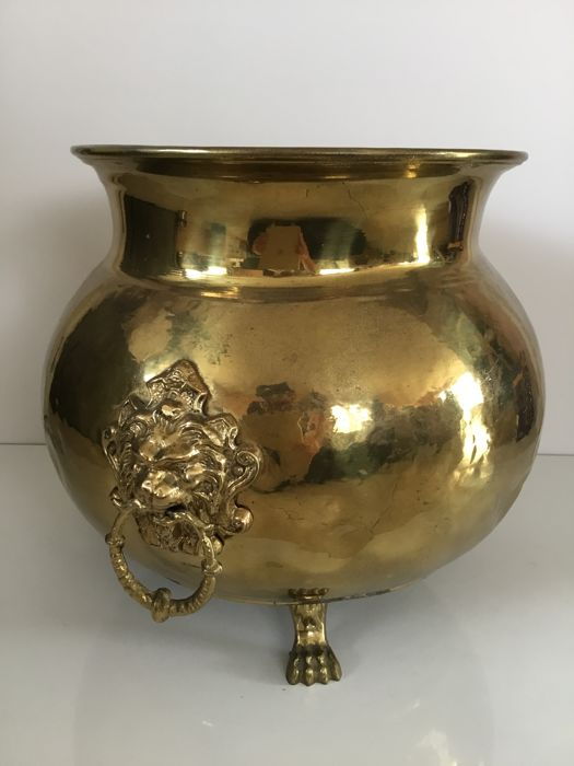 Large brass cache pot on claw feet with lion's heads - diameter 26 cm - Helux