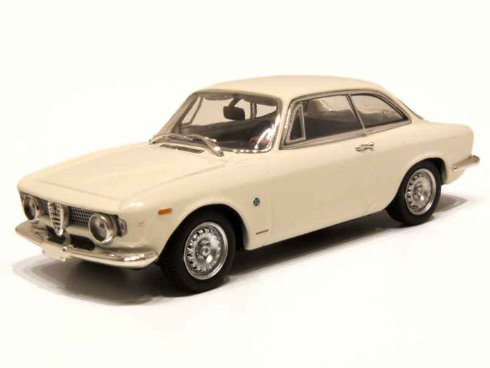 MiniChamps - 1:43 - Alfa Romeo Giulia Sprint GTA 1965 - Limited Edition of 2.400 pcs.