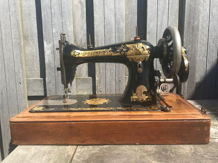Sewing machine, Singer Manufacturing Co., model 15 K, with wooden cover, 1903