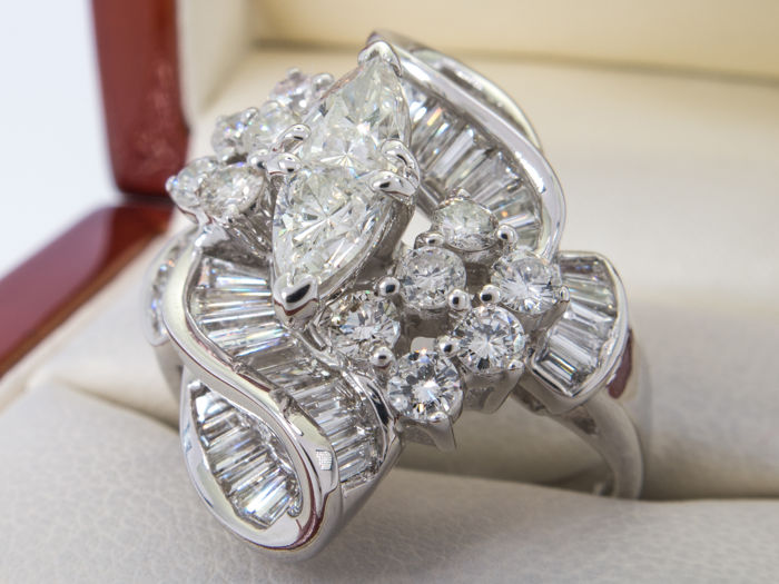 2.97Ct - imperial diamond entourage ring - VVS to SI - **No Reserveprice**.