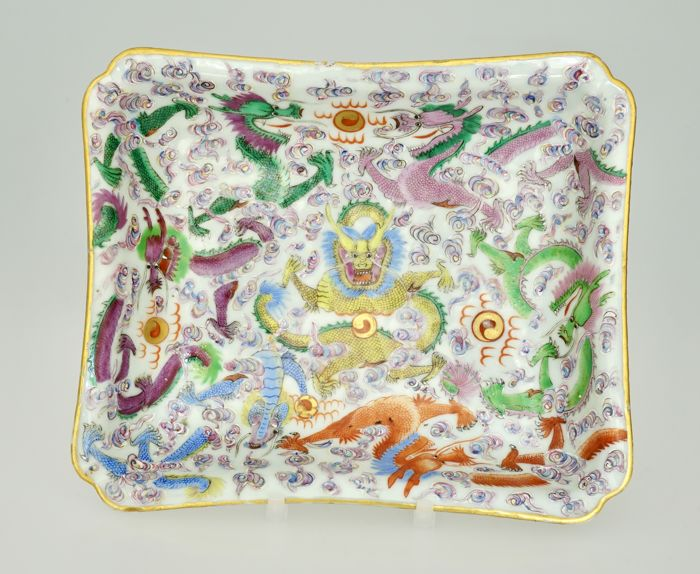 Fine Provenance Rare Chinese Famille Rose Dish with Dragons - China - 19th century