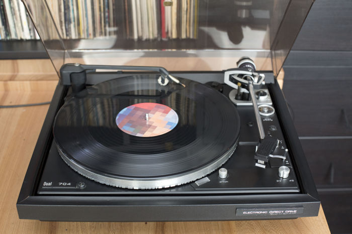 Dual 704 record player in beautiful condition, with very