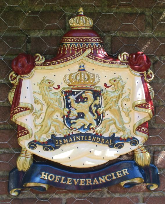 Beautiful Dutch Royal Coat-of-Arms with Je Maintiendrai