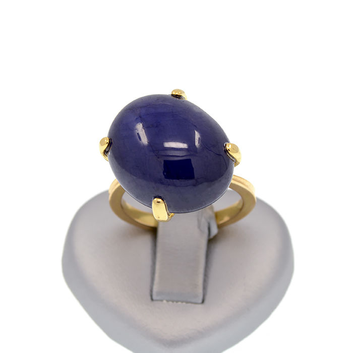 18k/750 yellow gold ring with a cabochon sapphire – Sapphire weight 27.70 ct. - No reserve price