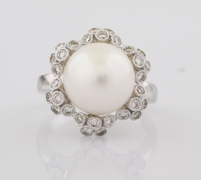 White Gold Diamonds & 13,5 mm South Sea Pearl