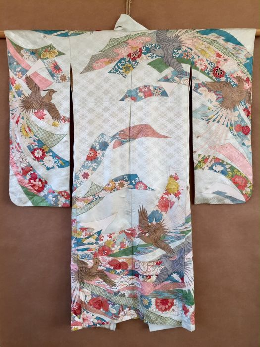 Japanese silk furisode kimono with phoenixes on a woven floral pattern - Japan - 2nd half 20th century