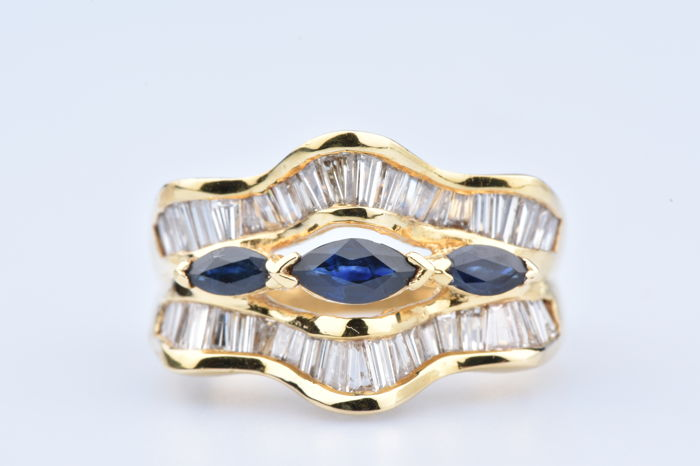 18 kt yellow gold ring with 3 Navette Sapphires of 0.50 ct in total / 48 baguette diamonds of 1.44 ct in total