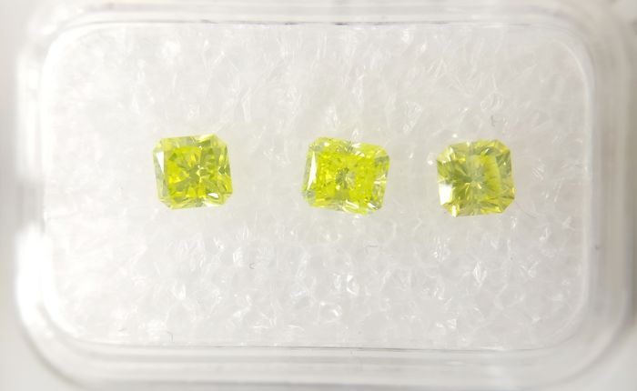 Triple of 3 Radiant cut diamonds total 0.92 ct Fancy Vivid Greenish Yellow VS2-SI1 *** No Reserve ***