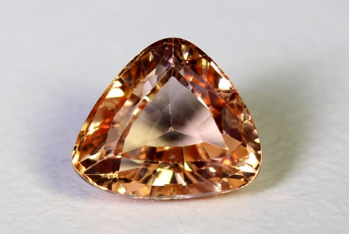 Padparadscha sapphire - 1.11 ct - Orangy Pink