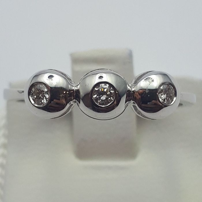 14 ct White Gold Ring with Diamond