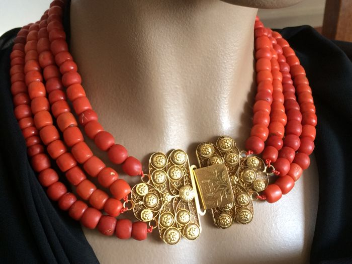 222. grams. 100% red coral.    Antique. Zeeland beaded clasp with 6 rows of coral beads necklace approx. 1853-1906