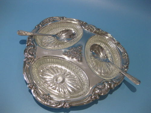 Silver plated, richly decorated appetiser tray with 3 decorated glass bowls ans 2 teaspoons