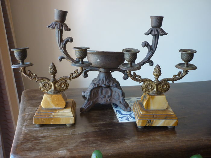 Lot including a cast iron chandelier and two fireplace ornaments of marble and gilded iron - early 20th century