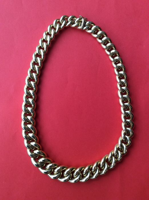 Necklace of decreasing size, Italy 1960 18 kt gold 43 cm