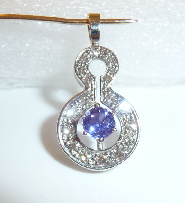 Pendant 18 kt / 750 white gold with 0.60 ct diamonds G/VVS-IF + tanzanite 0.60 ct