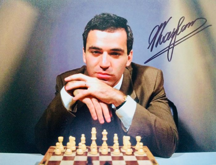 Garry Kasparov - Authentic & Original Signed Autograph in Professional Photo ( 20 x 25 cm ) - With Certificate of Authenticity