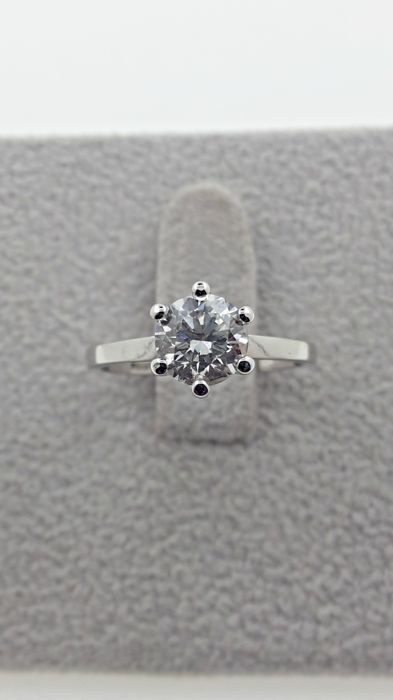1.02 ct E/VS2  round diamond ring set into 14 kt solid white gold  - size 6.5