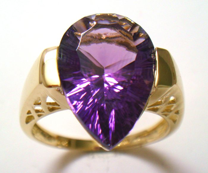 14 KT yellow gold ring with Pear Cut Natural Amethyst