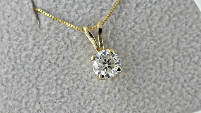 0.67 carat round solitaire diamond pendant necklace made of 14 kt yellow gold