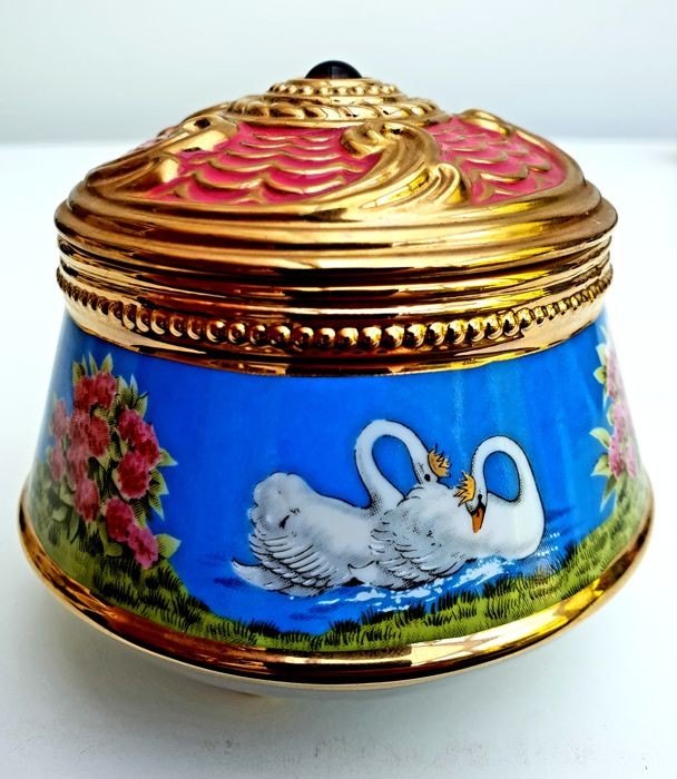 "The House of Fabergé & TFM - Fine 24kt gold plated Porcelain Music Box - ""Swan Lake"""