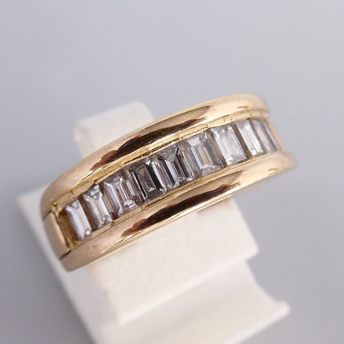 18 kt gold ring with baguette cut diamonds G-VVS - ring size 48 (15.25)