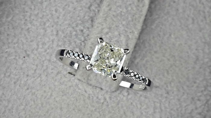 0.72 TCW Round Diamond Engagement Ring in 14 kt White Gold Black Diamonds Pave Band - size 6