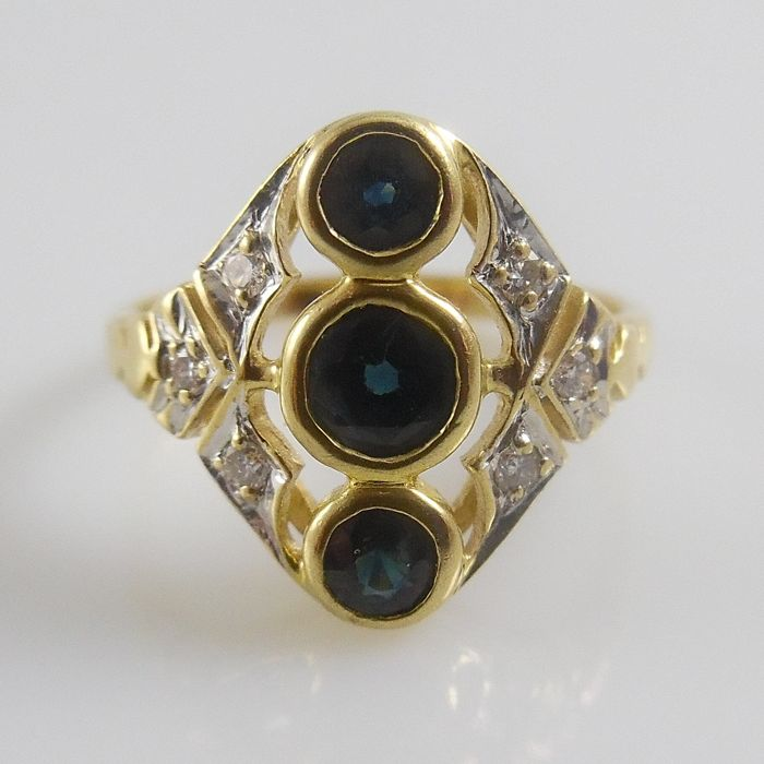 18 kt yellow gold ring with round faceted cut sapphires and brilliant cut diamonds - ring size 16 mm (50)