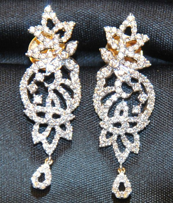 Dangle Earrings gold and Diamonds