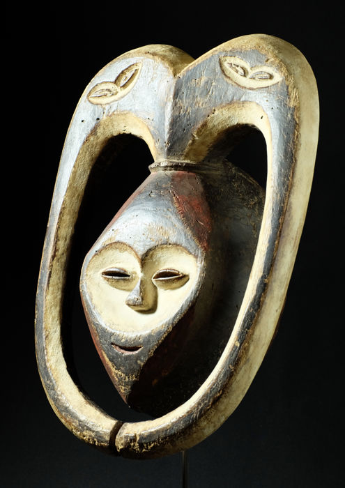 Rare and very old mask - KWELE - Gabon