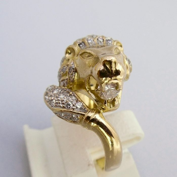 18 kt lion ring with 0.87 ct brilliant cut diamond, ring size 16 mm (50)