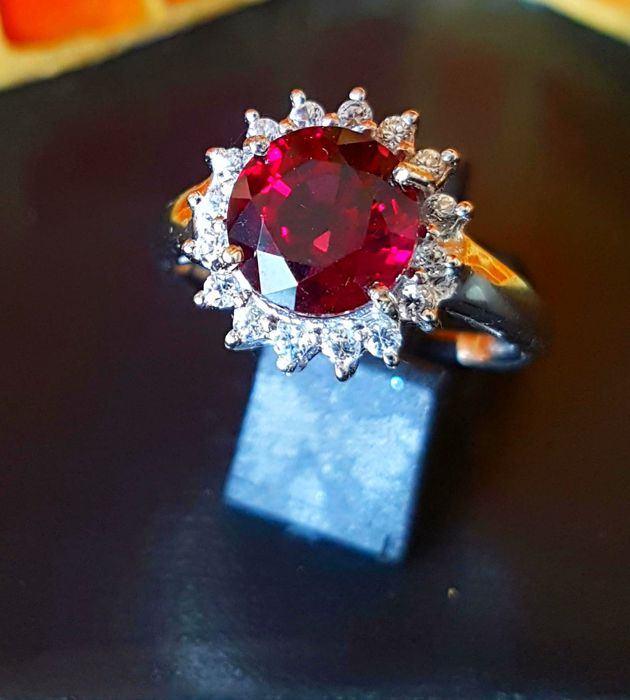 Enchanting white gold ring with IGI certified AAA Almandite Garnet in a floral 50s design