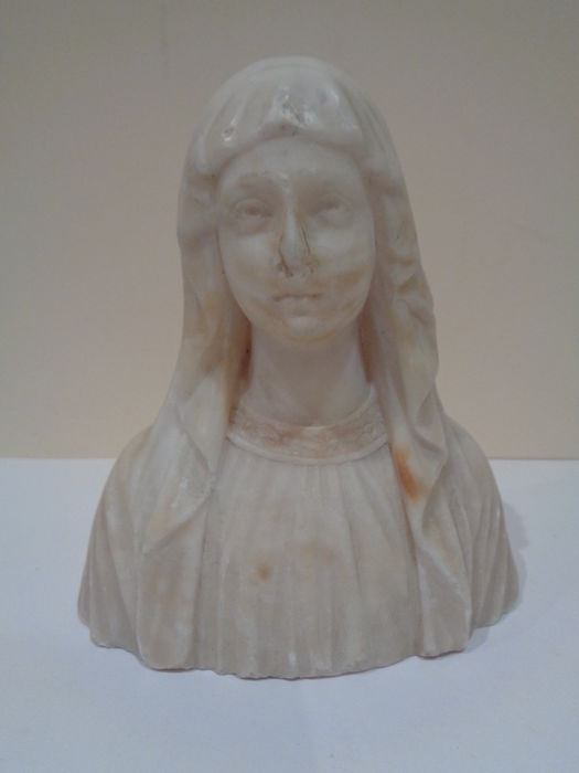 Antique sculpture (bust) of the Virgin Mary in white marble. Signed: HUN.