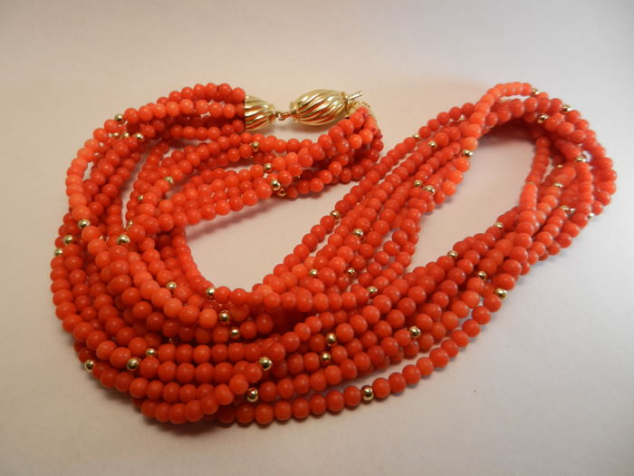 Necklace in Mediterranean red coral and gold