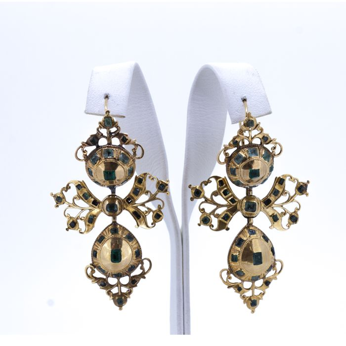 Vintage earrings gold and emerald