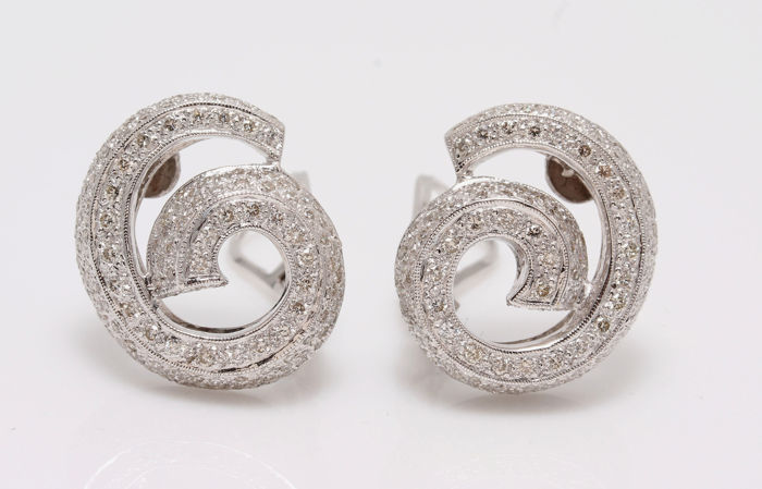 18KT White Gold  Earrings  with 1,85 CT Diamonds