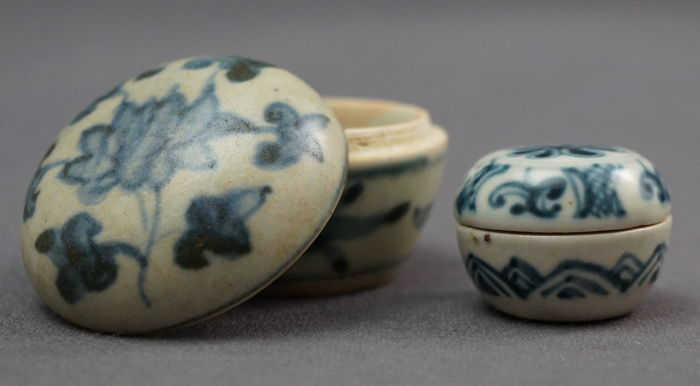 Boxes with lid with underglaze blue floral decoration - China - Ming dynasty (1368–1644)