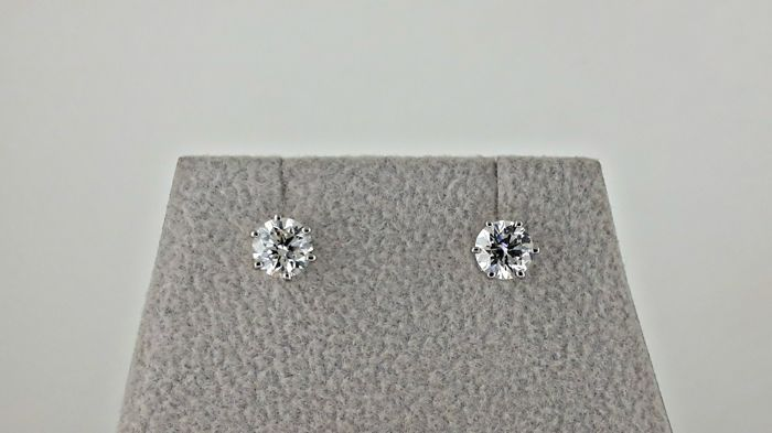14 kt white gold stud earrings with round diamond of 1.04 ct D/VS2  ***No reserve Price***